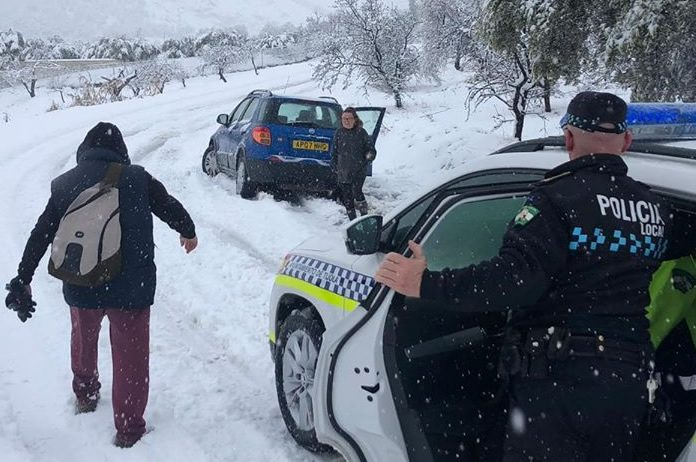Policia de Tíjola actuando en el temporal de nieve