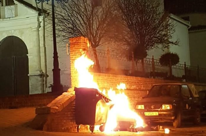 Incendio en contenedores de Tíjola