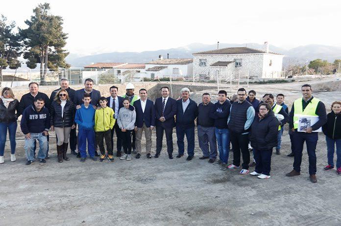 Representantes de diputación visitando la zona