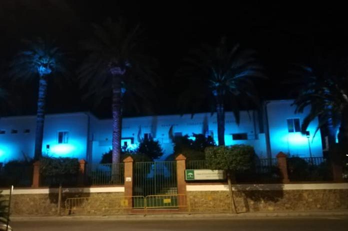 Colegio de Tíjola vestido de azul