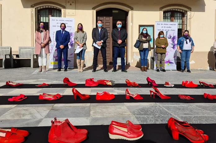 Zapatos rojos cotra la violencia machista